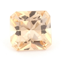 Золотистый данбурит формы октагон, вес 1.37 карат, размер 7.2х6.8мм (danburit0029)