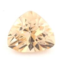 Золотистый данбурит формы триллион, вес 1.49 карат, размер 8.2х7.2мм (danburit0037)