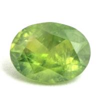 Желтовато-зелёный уральский демантоид овал, вес 0.83 карат, размер 6.7х5.2мм (dem0038)