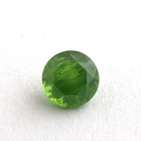 Уральский гранат демантоид формы круг, вес 0.3 карат, размер 3.8х3.8мм (dem0058)