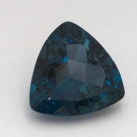 Топаз голубой «лондонского»  оттенка триллион средний вес 6.74 карат, размер 12х12мм (london0085)