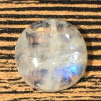 Лунный камень (беломорит) круг вес 20.26 карат, размер 18.7х18.7мм (moon0059)