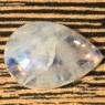 Лунный камень (беломорит) груша вес 21.42 карат, размер 24.1х16.7мм (moon0060)