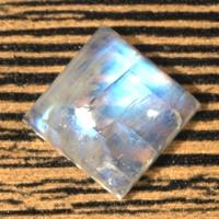 Лунный камень (беломорит) квадрат вес 17.1 карат, размер 15х14.9мм (moon0061)