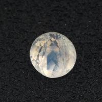 Огранённый лунный камень (беломорит) круг вес 0.6 карат, размер 5.2х5.15мм (moon0074)