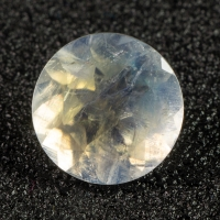 Ограненный лунный камень круг, вес 1.69 карат, размер 8х8мм (moon0080)