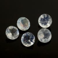 Ограненный лунный камень беломорит круг, диаметр 5 мм (moon0095)