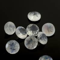 Ограненный лунный камень беломорит круг, диаметр 6 мм (moon0096)