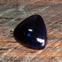 Черный эфиопский опал триллион вес 1.98 карат, размер 9.5х9.4мм (opal0517)