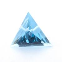 Небесно-голубой топаз отличной российской огранки формы треугольник, вес 15.18 карат, размер 16.2х15.8мм (sky0139)