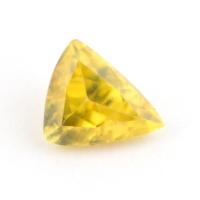 Золотистый сфен триллион вес 0.66 карат, размер 6.3х5мм (sphene0033)