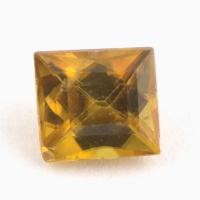 Золотистый сфен багет вес 0.71 карат, размер 4.9х4.5мм (sphene0047)
