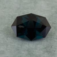 Темная сине-зеленая шпинель отличной российской огранки формы октагон, вес 0.58 карат, размер 6.7х4.5мм (spinel0256)