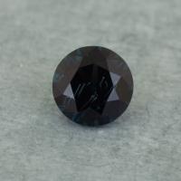 Темно-синяя шпинель отличной российской огранки формы круг, вес 0.35 карат, размер 4.2х4.2мм (spinel0258)