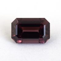 Коричневато-пурпурная шпинель российской огранки формы октагон, вес 1.41 карат, размер 7.5х4.9мм (spinel0295)