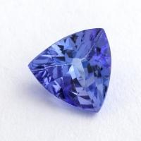 Фиолетово-синий танзанит триллион, вес 0.86 карат, размер 6.6х6.5мм (tanz0368)