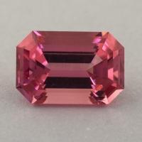 Розовый турмалин отличной российской огранки формы октагон, вес 2.2 карат, размер 9.5х6.4мм (turm0425)