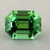 Зеленый турмалин отличной российской огранки формы октагон, вес 1.59 карат, размер 7.8х6.1мм (turm0444)