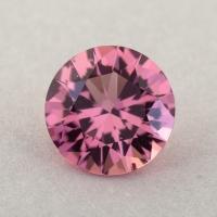 Оранжевато-розовый турмалин отличной российской огранки формы круг, вес 0.88 карат, размер 6.6х6.6мм (turm0446)