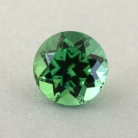 Зеленый турмалин отличной российской огранки формы круг, вес 0.89 карат, размер 5.9х5.9мм (turm0449)