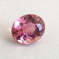 Светло-розовый турмалин формы овал, вес 2.08 карат, размер 8.3х6.9мм (turm0535)